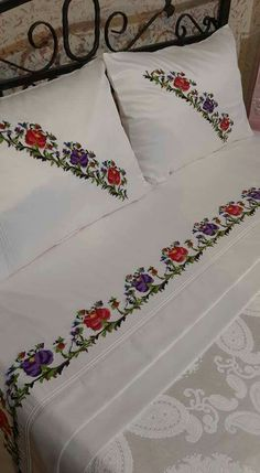 This Pin was discovered by Duy Embroidery Stitches, Hand Embroidery, Embroidery Designs, Bed Covers, Pillow Covers, Bed Cover Design, Bed Spreads, Home Textile, Bed Sheets