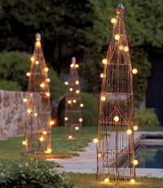 I like this, but how does it work.  Where do you plug in and are they strung together? - use my topiary pole for string lights