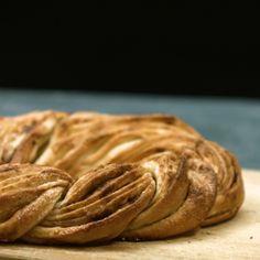 Bague cannelle à base de pâte à levure - Gebäck fürs Kaffeekränzchen - gateaux et desserts Pastry Dough Recipe, Pastry Recipes, Dessert Recipes, Cooking Recipes, Cooking Pork Roast, Dessert Bread, Puff Recipe, Cream Recipes, Food Videos