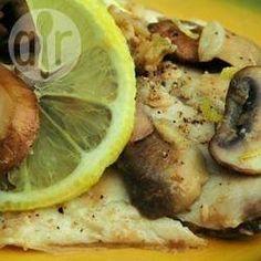 Tilapia mit Steinpilzen und Limette - Zartes Tilapiafilet und Steinpilze werden in einer feinen Butter-Limettensoße gegart. Dazu einfach Reis servieren.@ de.allrecipes.com