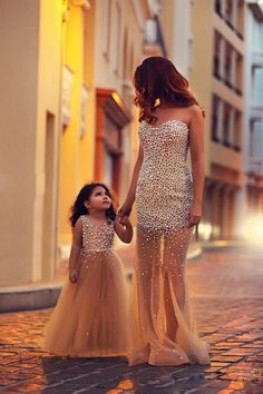 Popular Flower Girl Dresses,Full Length Flower Girl Gowns,Beading Girl Pageant Gowns,Kids Ball Gown,Tutu Dresses for Wedding Party,Pearls Toddler Gowns,Evening Gowns