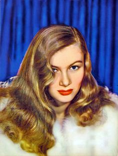 Lady Hollywood Veronica Lake, During WWII, there were enough women working in the defence sector whose hair - worn in imitation of Veronica - got caught in machinery! Miss Lake was asked by the U. government to change her hairstyle, which she did. Veronica Lake, Hollywood Girls, Old Hollywood, Classic Hollywood, Hollywood Glamour, Hollywood Stars, Hollywood Actresses, Verona, Marilyn Monroe Painting