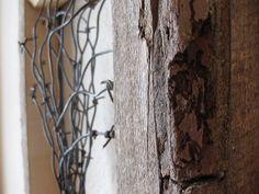 Granero reclamado madera y alambre de púas por PhloxRiverStudio