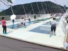 En Chine le pont en verre enfin ouvert au public