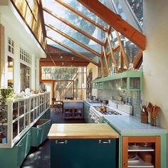 The kitchen in Frank Gehry's Santa Monica home is just unbelievably inspiring and emotive ❤️🙌🏻 Frank Gehry, Interior Architecture, Interior And Exterior, Chinese Architecture, Futuristic Architecture, Modern Exterior, Home Interior Design, Greenhouse Kitchen, Architectural Digest