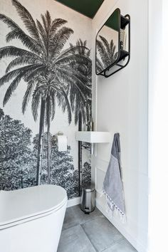 Home Decor Styles Guest Toilet, Small Toilet, Wallpaper Toilet, Wc Decoration, Bathroom Colors, Inspired Homes, Home Decor Styles, Bathroom Interior, Interior Inspiration