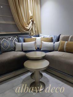 Design Marocain, Style Marocain, L Shaped Sofa Designs, Style Salon, Classic Living Room, Living Room Flooring, Living Room Remodel, Moroccan Decor, Simple House