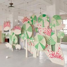 paper cardboard lolly pop candy backdrop stage musical DIY display | inspiration on how to create an effective easy simple background | party events| green white red