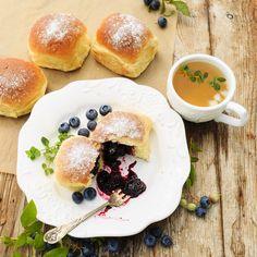 Domowy przepis na jagodzianki Hamburger, Pancakes, Bread, Breakfast, Food, Breakfast Cafe, Pancake, Essen, Hamburgers