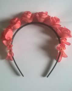 Wreath with roses made ​​personally sequence shows stages of such things