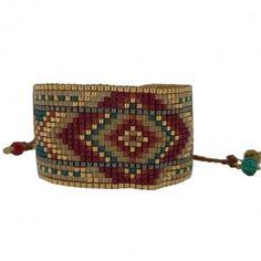 Composé essentiellement en perles de rocaille aux formes géométriques, ce très beau bracelet Mishky ligne Rays donne un look ethnique à toutes vos tenues. Il est fabriqué à la main par des femmes Colombiennes. Brillaxis vous le livre gratuitement.