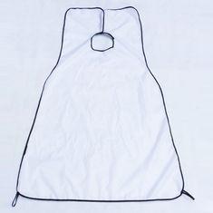 Delantal Afeitado.  Impermeable  tamaño: 120x80 cm Material: Nylon Color: negro, blanco  1. Recoge los pelos del afeitado, por lo que el cuello, ropa y el piso están protegidos. 2. Disminuye su tiempo, ya que no necesitara limpiar el suelo. 3. Plegable, fácil de usar y almacenar en su casa 4. Ajuste para el cuello.