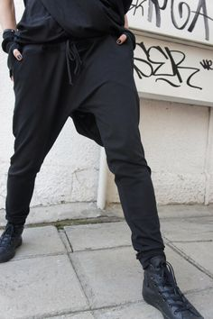 Loose Casual Black Drop Crotch Harem Pants / Extravagant Black Pants/Unisex pants by Aakasha on Etsy Drop Crotch Pants, Looks Style, Style Me, Mode Alternative, Look Fashion, Womens Fashion, Tomboy Fashion, 50 Fashion, Outfits