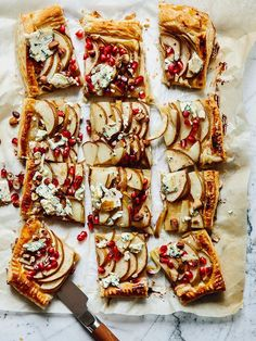 Something sweet, something savory and something warm. Quick-to-prepare pies and a hot citrus-flavored ginger toddy are easy and adaptable multi-purpose dishes for the festive season. Mushroom Salad, Tart Taste, Lemon Salt, Cheese Tarts, Blue Cheese, Something Sweet, 4 Ingredients, Winter Season, Tray Bakes