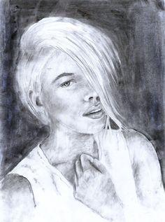 Portret Kobiety rysowany ołówkiem i węglem ze zdjęcia