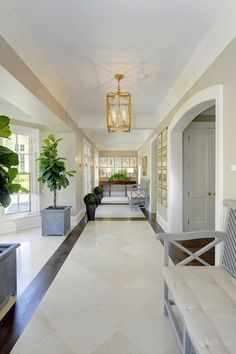 Will give you good ideas , hallway decorating ideas , the most beautiful corridors, design examples we share with you . Tiled Hallway, Entry Hallway, Hallway Ideas, Entry Closet, Entrance Hall, Style At Home, Floor Design, House Design, Stone Flooring