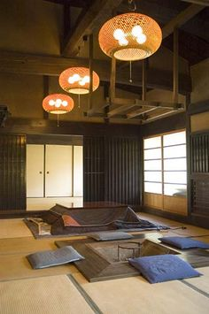 vertical dark lines on walls - a simple picture hung on them would provide beautiful contrast Hattoji Inl Villa, Hattoji, Okayama, Japan Japanese Tea House, Traditional Japanese House, Asian Architecture, Interior Architecture, Interior Design, Japanese Interior, Japanese Design, Tatami Futon, Irori