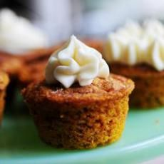 Weight Watchers Pumpkin Spice Muffins. 15 Oz. Can pumpkin, 18 Oz. Spice Cake mix, 3/4 C. water. Mix, put into muffin pans sprayed with fat free oil, bake 350 for 18-22 min. 2 pts each. note: (MY math says 3 Points Plus)