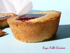 Biscuits-Tartelettes Amandes & Framboises - Eryn et sa folle cuisine Cornbread, Camembert Cheese, French Toast, Breakfast, Cake, Ethnic Recipes, Desserts, Food, Cooking Recipes