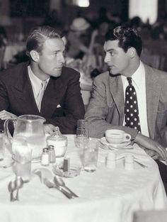 """wehadfacesthen: """"Randolph Scott and Cary Grant, 1933 """" """"Great photo of Randolph Scott and Cary Grant. Hollywood Men, Golden Age Of Hollywood, Vintage Hollywood, Hollywood Stars, Classic Hollywood, Hollywood Picture, Hollywood Boulevard, Hollywood Icons, Hollywood Celebrities"""