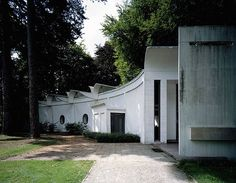 To mark the centennial of his birth an exhibition in Belgium celebrates the career of Renaat Braem the only Belgian architect to have worked in Le Corbusier's Le Corbusier, Bauhaus, Architecture Design, Art Deco, Mid Century, Mansions, House Styles, Building, Outdoor Decor