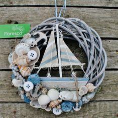 Seashell Wreath, Nautical Wreath, Seashell Crafts, Beach Crafts, Diy And Crafts, Diy Beachy Decor, Summer Wreath, Bottle Crafts, Flower Decorations