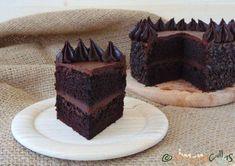 Tort de post cu ciocolata si unt de arahide - simonacallas Chocolate Caramel Cake, Chocolate Topping, Chocolate Flavors, Vegan Chocolate, Chocolate Peanut Butter, Chocolate Desserts, Easy Desserts, Delicious Desserts, Dessert Recipes