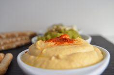 Humus. Exisito humus que podras tomar en como entrante. Unta palitos de zanahoria o crujiente de pan. Delicia vegana.