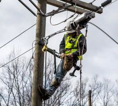 Millions of low-income Americans will receive Internet access rebates under new $7 billion broadband stimulus plan Wireless Service, Great Recession, Lost Job, How To Be Outgoing, Internet, How To Plan, American, News