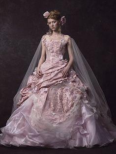 Stella de libero(ステラ・デ・リベロ)   ブライダルコスチュームみつもと(三重県四日市) ウェディングドレスレンタル、Stella de libero(ステラ・デ・リベロ)など豊富なラインナップのウェディングドレス、カクテルドレスをご紹介します。