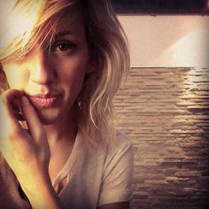 Ellie Goulding- holy crap she's gorgeous!
