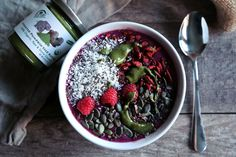 Meet Anna Of Windy City Organics and Get Her Berry Bright #SmoothieBowl Recipe