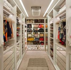 Closet models: 50 ideas that bring beauty and functionality together - ChecoPie Walk In Closet Design, Bedroom Closet Design, Master Bedroom Closet, Closet Designs, Glam Closet, Luxury Closet, Teen Closet, Dressing Room Closet, Dressing Room Design