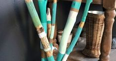 Si encuentras ramas sueltas de de formas que te gusten , mira como decoran pintadas.  Te dejo otros tres ejem... Art N Craft, Outdoor Decor, Crafts, Diy, Home Decor, Painted Branches, Trunks Painted, Painted Driftwood, Beach Wood