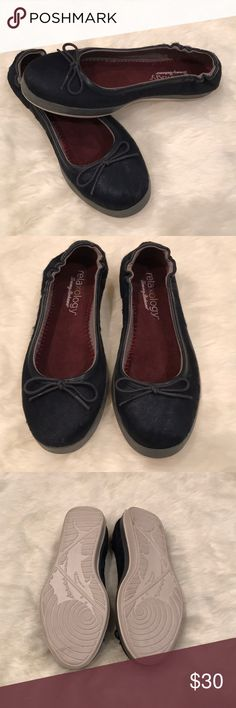 Tommy Bahama Relaxology Caylee Blue Flats Tommy Bahama Relaxology Caylee Blue Flats in size 6. Shoes have been tried in but are in like new condition.  Ocean deep blue in color Leather upper with textile lining Upper is blue calf hair Tommy Bahama Shoes
