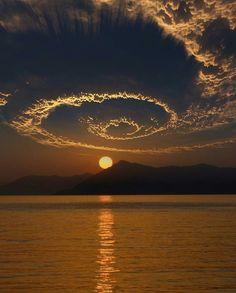 Zachód słońca nad Oludeniz w Turcji.