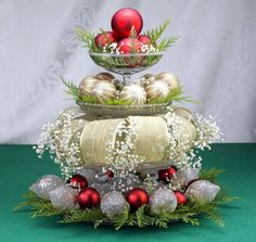 Extraordinary Christmas Centerpieces for Table : Cool Christmas Table Centerpieces Decor Elegant Christmas Centerpieces, Christmas Tablescapes, Christmas Table Decorations, Decoration Table, Christmas Themes, Centerpiece Ideas, Wedding Centerpieces, Christmas Tabletop, Holiday Ideas