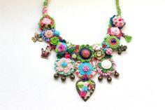 Art fiber statement necklace. Handmade. OOAK by GataValquiria, €37.50