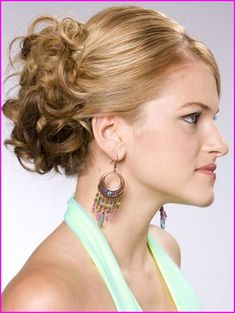60 Creative Short Hair Updos, Have you ever struggled to learn some updos for short hair? With so many gorgeous updo ideas available online, the strong majority are for long hair. Formal Hairstyles For Short Hair, Short Hair Updo, Celebrity Hairstyles, Pretty Hairstyles, Wedding Hairstyles, Hair Styles 2014, Curly Hair Styles, Pelo Formal, Prom Hair