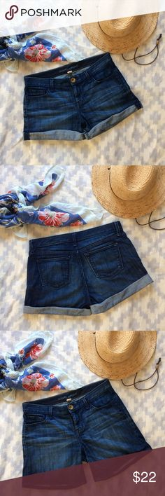 Banana Republic jean shorts These Banana Republic denim shorts can be worn cuffed or unrolled for a longer look. In good used condition. No defects (stains, tears, etc). Banana Republic Shorts Jean Shorts