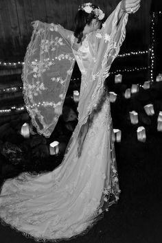 Sofia Sanchez de Betak en robe longue Rodarte en soie, tulle et dentelle et couronne de fleurs Maison Michel http://www.vogue.fr/mariage/inspirations/diaporama/le-mariage-de-sofia-sanchez-barrenechea-et-dalexandre-de-betak-en-patagonie/19365/carrousel/1/plein-ecran#sofia-sanchez-barrenechea-dans-les-bras-dandr-et-dalexandre-de-betak