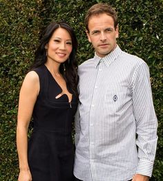 Lucy Liu with her 'Elementary' co-star, Johnny Lee Miller at the San Diego Comic Con Elementary Tv Show, Elementary My Dear Watson, Elementary Sherlock, Sherlock Holmes Tv, Michael C Hall, Johnny Lee, Jonny Lee Miller, 221b Baker Street, Lucy Liu