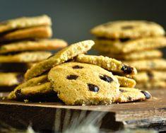 Biscuiti cu fulgi de ovaz si ciocolata - Katty.ro Cookies, Desserts, Food, Crack Crackers, Tailgate Desserts, Deserts, Biscuits, Essen, Postres