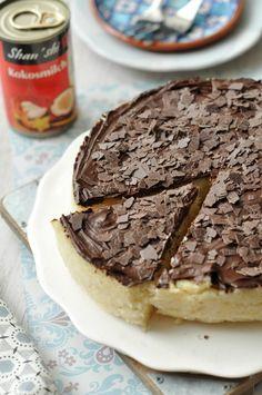 Ha valamit Hozzávalók: 5 dl Shan shi kókusztej 10 dkg cukor 10 dkg vaj 20 dkg búzadara 1 rúd vanília kikapart magjai 8-10 dkg étcsokoládé 1... I Foods, Rum, Sweet Tooth, Cakes, Cake Makers, Kuchen, Cake, Rome, Pastries