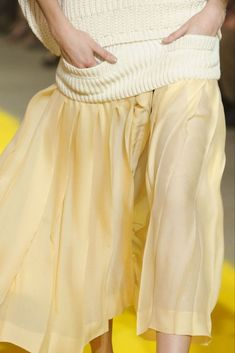 Pastel Yellow, Shades Of Yellow, Mellow Yellow, Couture Details, Fashion Details, Fashion Design, Fashion 2020, Paris Fashion, Fashion Trends