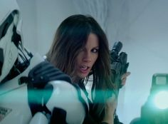 Kate-Beckinsale-in-action-total-recall.jpg (425×315)