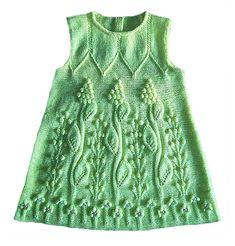 Как связать спицами детское платье с ажурным узором