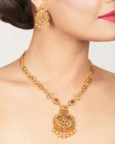 Buy the best Necklace Set Indian Jewelry online from the top Necklace Set manufacturer. Shop Vrishin Antique Necklace Set online from the top brand for the best traditional and classy looks. Gold Necklace Simple, Gold Jewelry Simple, Necklace Set, Silver Jewelry, Punk Jewelry, Bohemian Jewelry, Silver Rings, Diamond Jewelry, Handmade Jewelry