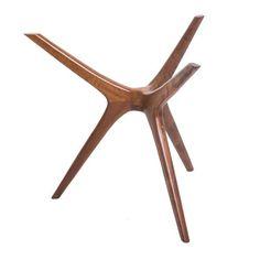 Base gravetto 3.0 - Base mesa redonda de jantar, 4 lugares, em imbuia maciça. Indicado para tampos redondos com no máximo 1,30m com até 10 mm de espessura. Fabricação Desmobilia.