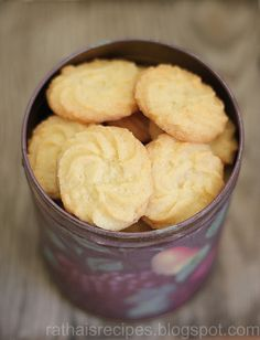 Last week, I bought some piping bags to make butter cookies. I have been looking forward to making these piped butter cookies for a long ti. Cookies Cupcake, Candy Cookies, Cookie Desserts, Yummy Cookies, Just Desserts, Cookie Recipes, Dessert Recipes, Shortbread Cookies, Decorated Cookies